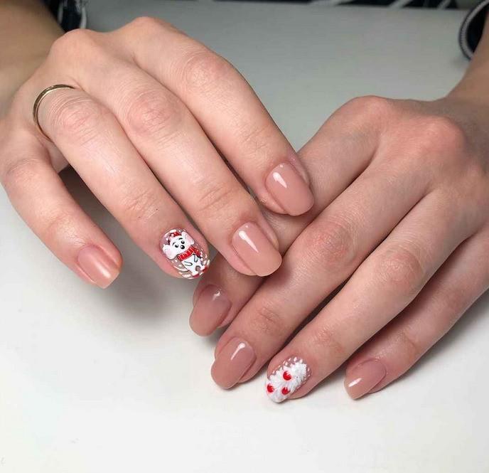 Крыса на ногтях