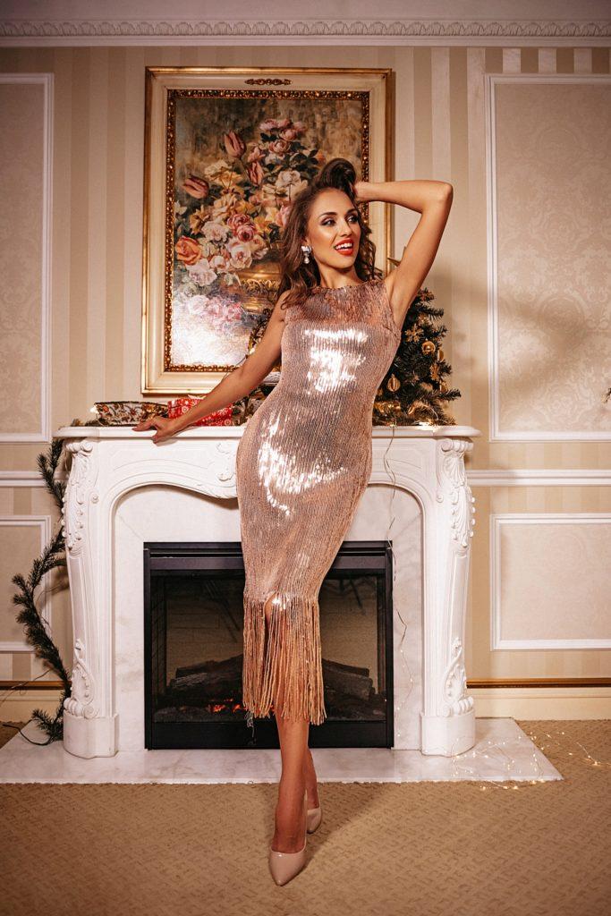 Новогоднее платье с перьями