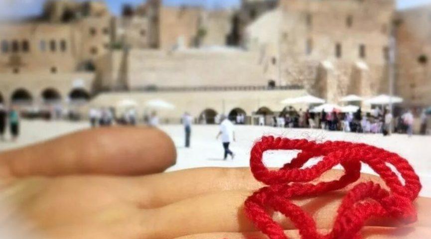 Что означает красная нить на запястье и как ее правильно носить